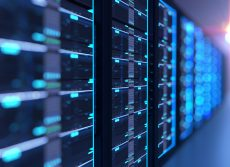 Ilustración en 3D de la sala de servidores en el centro de datos lleno de equipos de telecomunicaciones, concepto de almacenamiento de grandes datos y cloud tecnología informática.